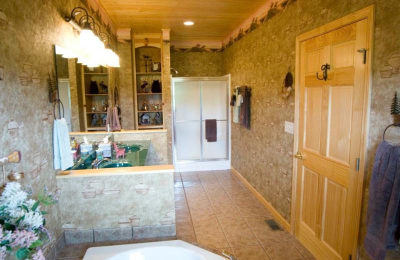 Guest bathroom at Harpole's Heartland Lodge.
