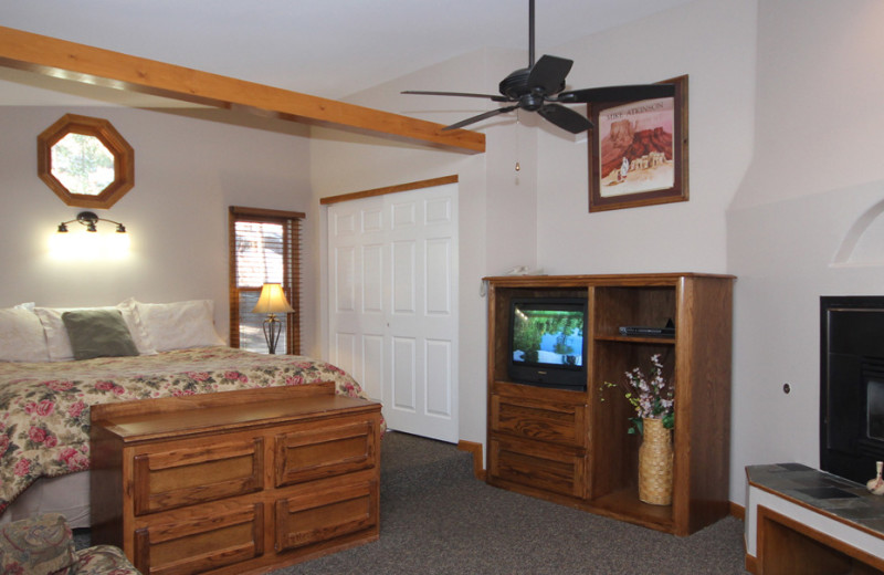 Guest room at Streamside on Fall River.