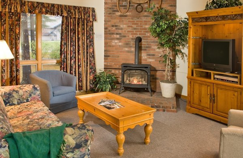 Attitash Mountain Village guest living room at North Conway Lodging.