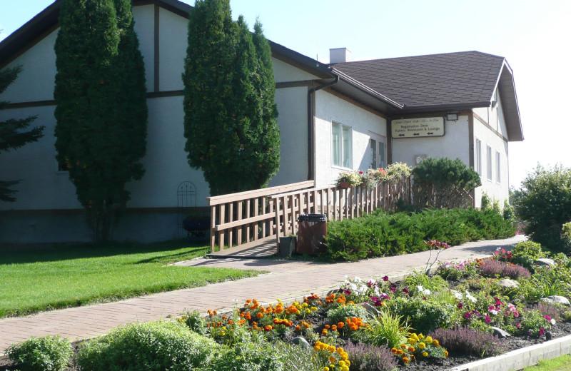 Exterior view of Good Spirit Golf Resort.