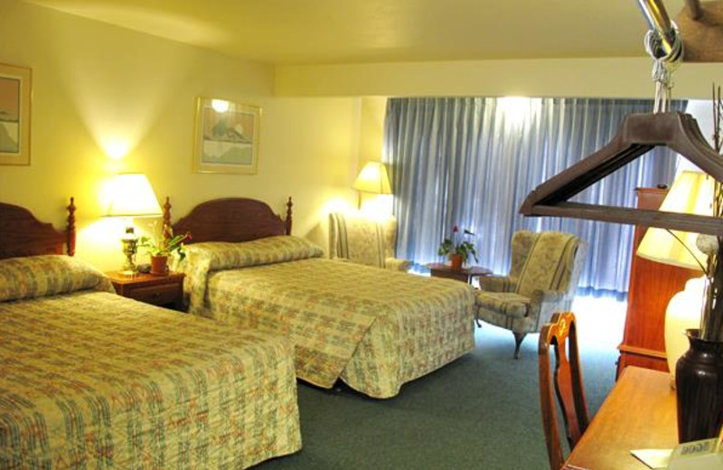 Guest room at Flagstone Motel.