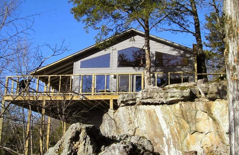 Exterior view of Beaver Lakefront Cabins.