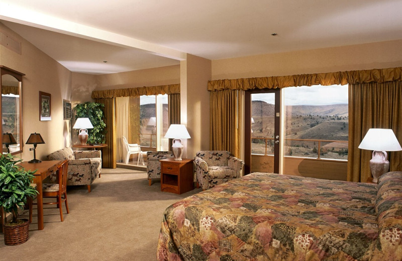 Guest suite at Kah-Nee-Ta Resort and Spa.