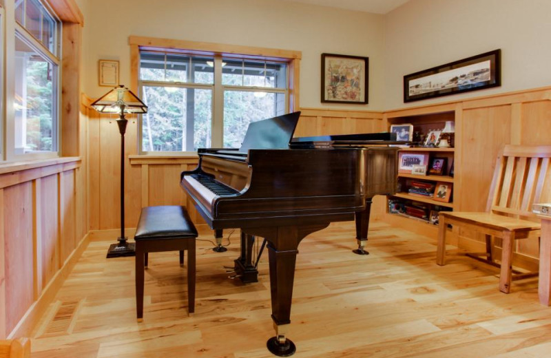 Piano at Olympic Foothills Lodge.