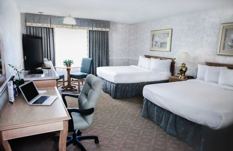 Guest room at Piccadilly Inn Shaw.