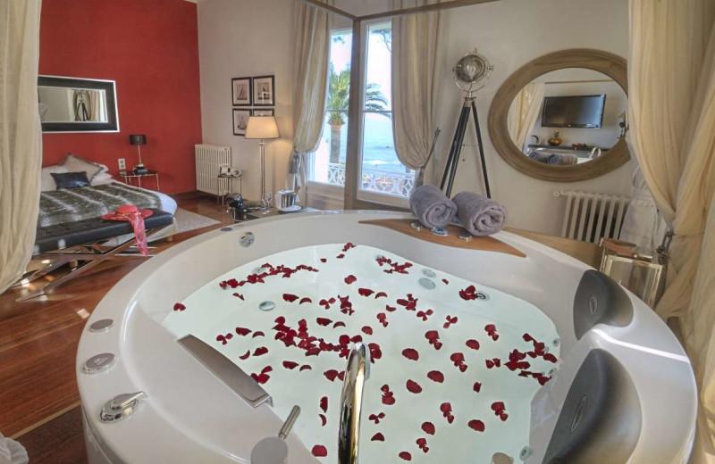 Jacuzzi suite at La Villa Mauresque.