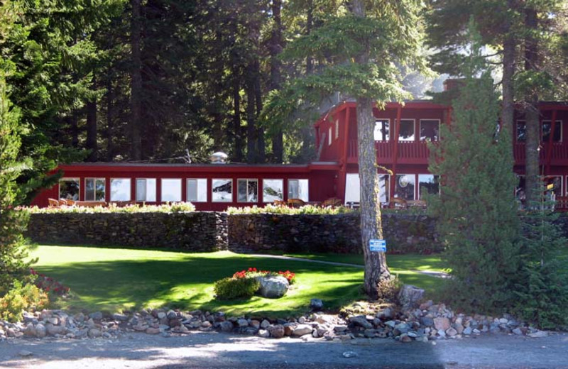 Cultus lake resort bend or resort reviews for Romantic cabins oregon