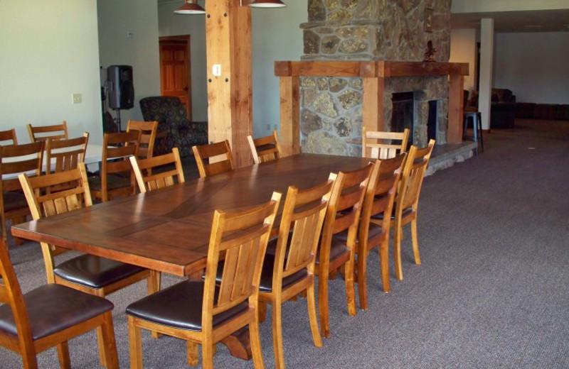 Guest dining room at Canyon Lake Resort.