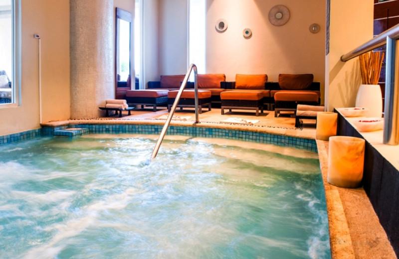 Spa pool at Sun Palace.