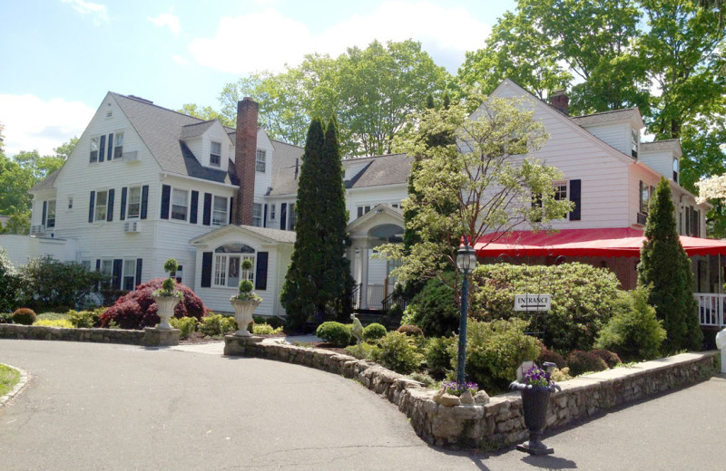 Exterior view of Roger Sherman Inn.