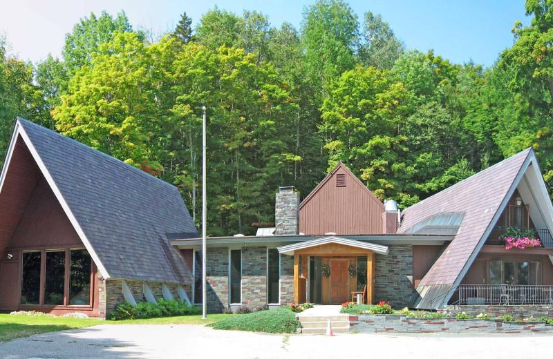 Exterior view of Birch Ridge Inn.