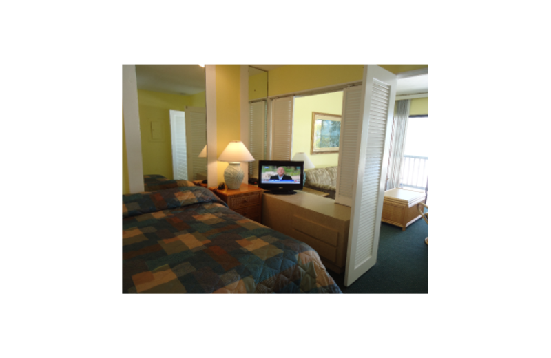 Guest room at Lahaina Inn Resort.