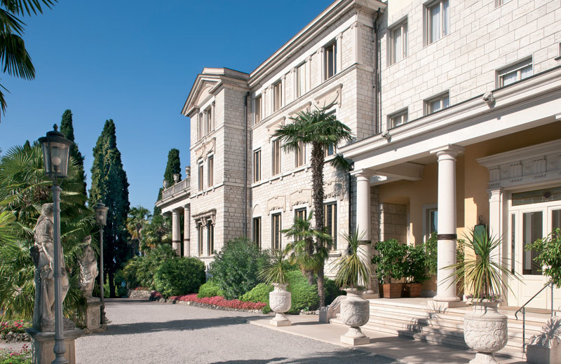 Exterior view of Villa Cortine Palace Hotel.