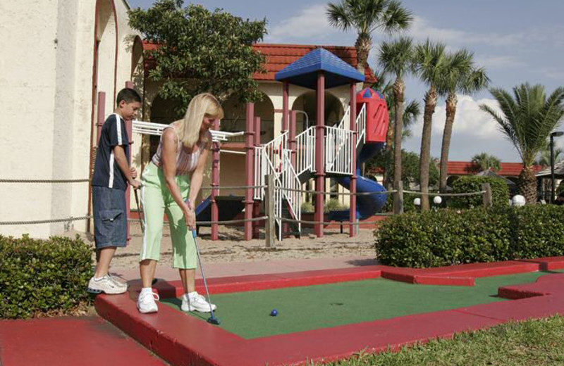 Mini golf at Maingate Lakeside Resort.