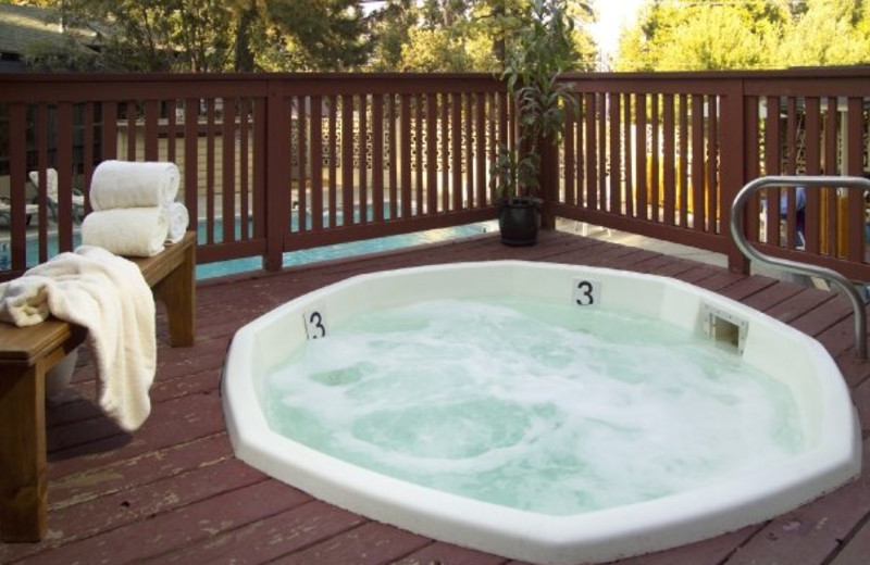 Hot tub at Tahoma Lodge.