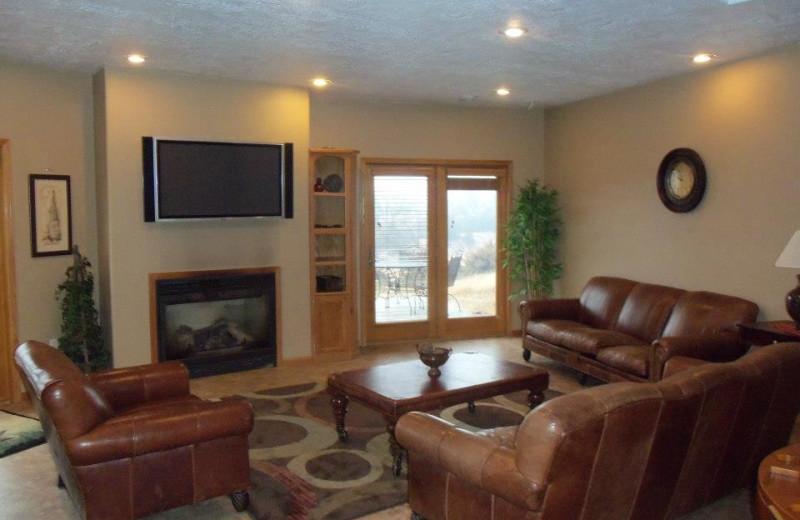 Living room at Granite Springs Lodge.