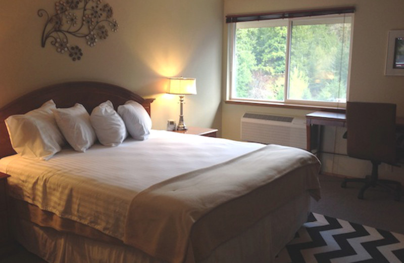 Guest room at Packwood Lodge.
