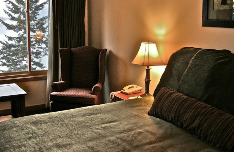 Guest bedroom at The Lodge at Sandpoint.