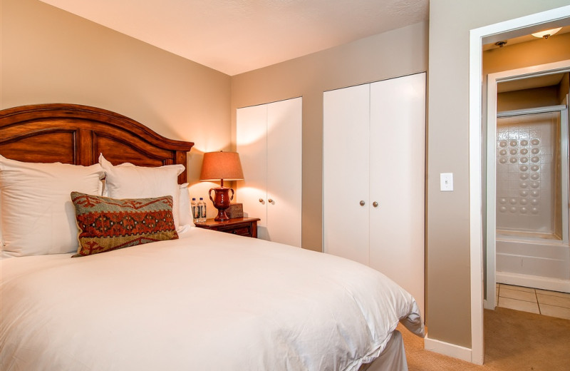 Guest room at Snowpine Lodge.
