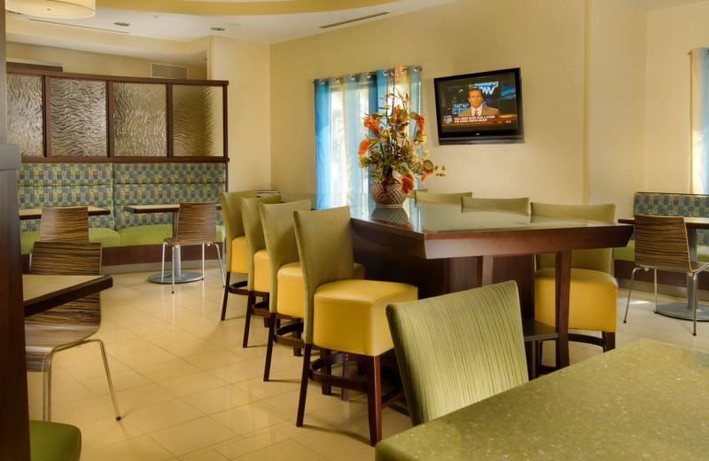 Dining Area at SpringHill Suites Jacksonville Airport