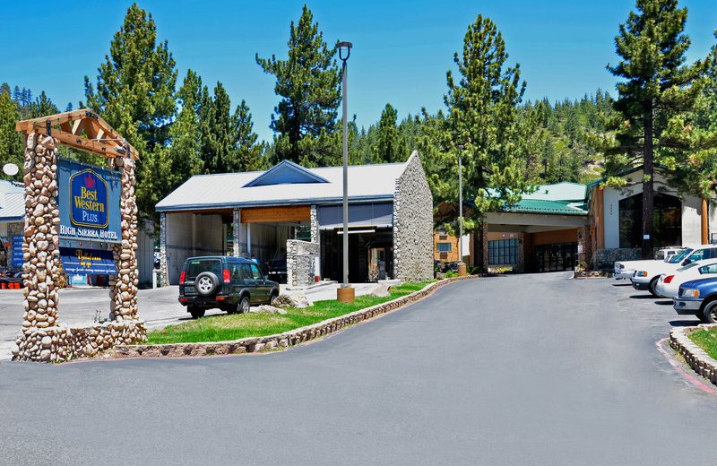 Exterior view of Best Western Plus High Sierra Hotel.