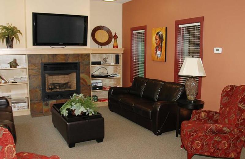 Lounge at Honeymoon Bay Lodge & Retreat.