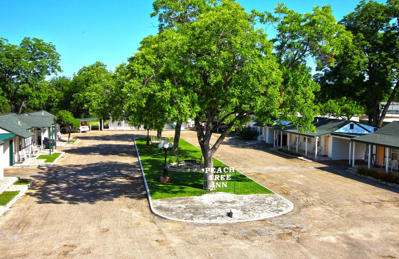 Exterior view of Peach Tree Inn & Suites.