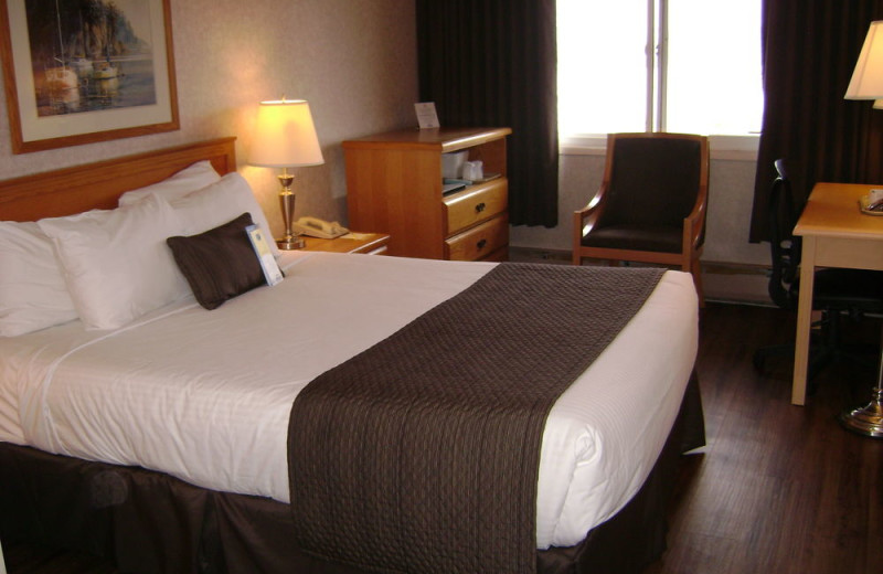 Guest room at Days Inn Victoria.