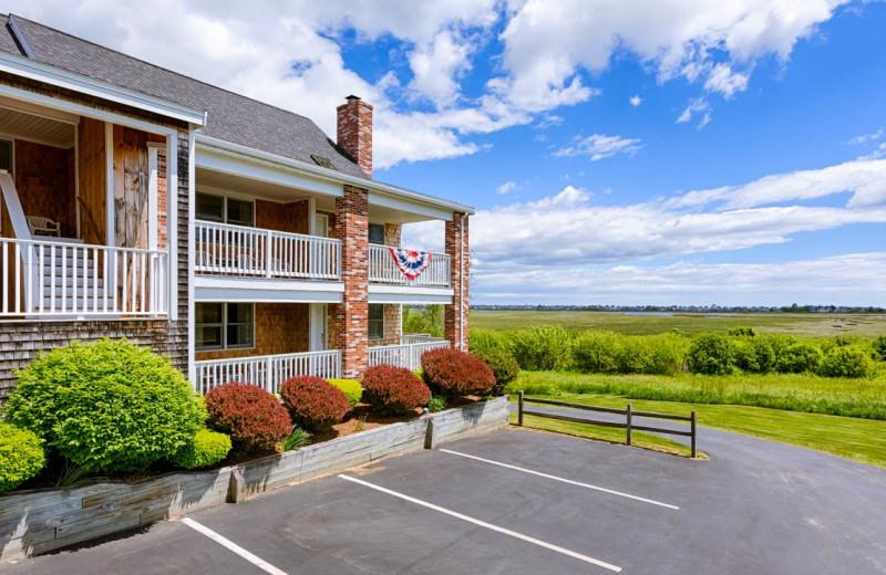 Exterior view of Misty Harbor Resort.