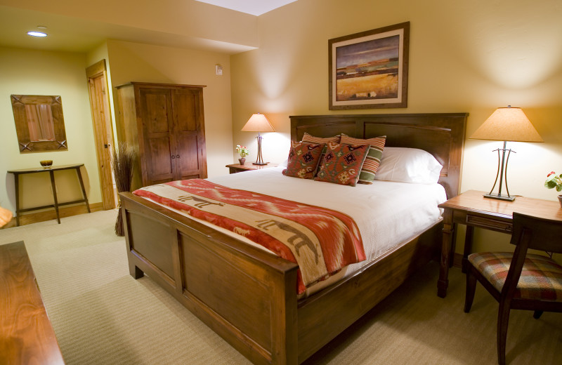 Guest bedroom at Teton Springs Lodge.