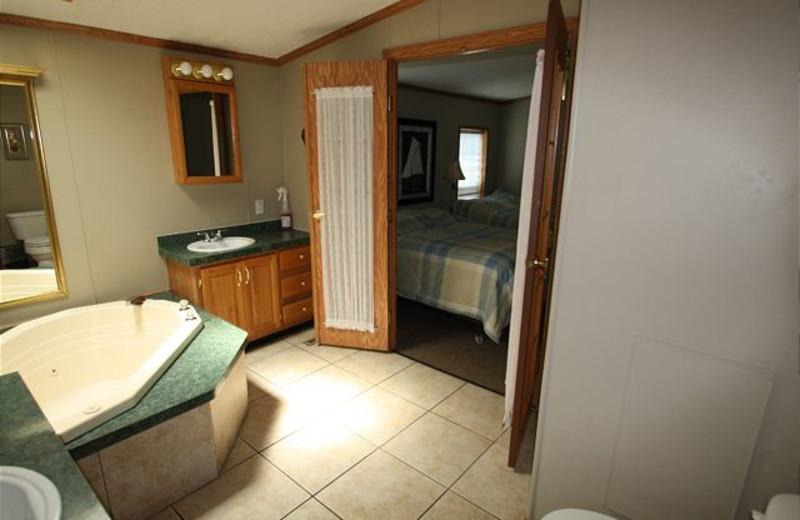 Vacation rental bath room at Island Club Rentals.