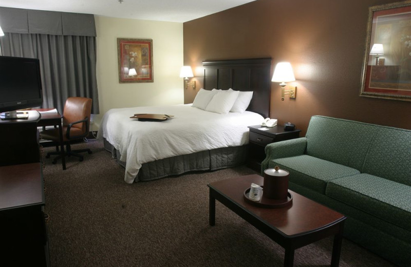 Guest room at Hampton Inn Kansas City.