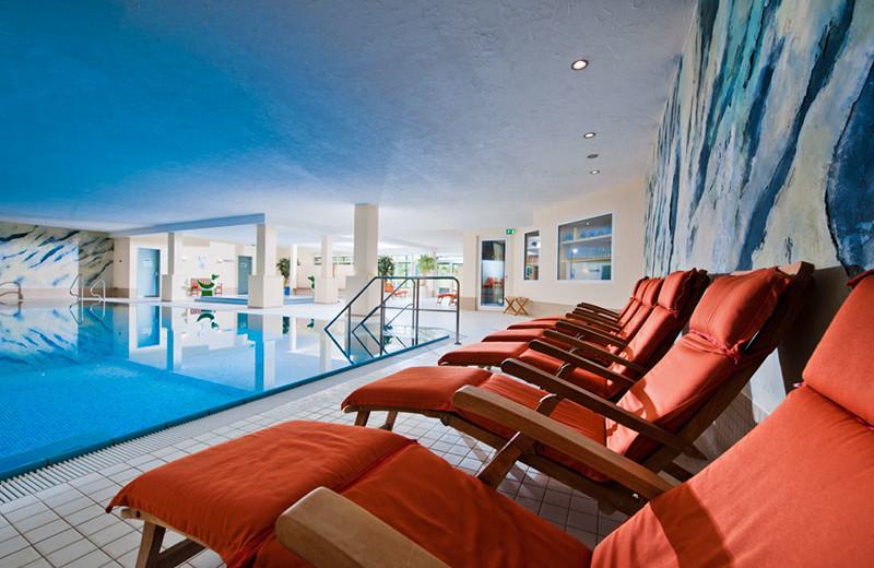 Indoor pool at Sporthotel & Resort Grafenwald.