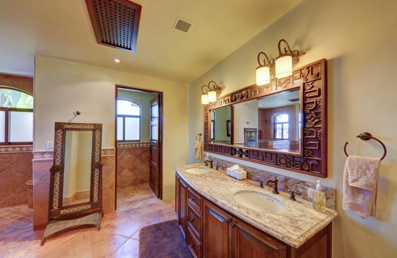 Guest bathroom at Casa Mar y Estrella.