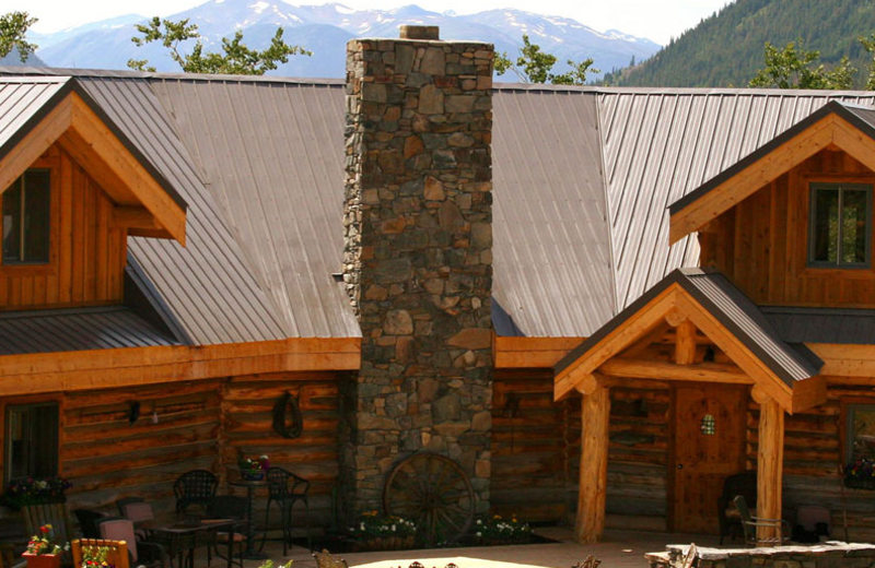 Exterior view of Ts'yl-os Park Lodge.