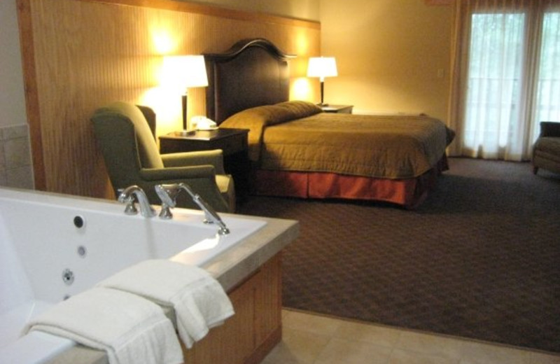 Eagle Lodge Hotel jacuzzi suite at Heartwood Conference Center & Retreat.
