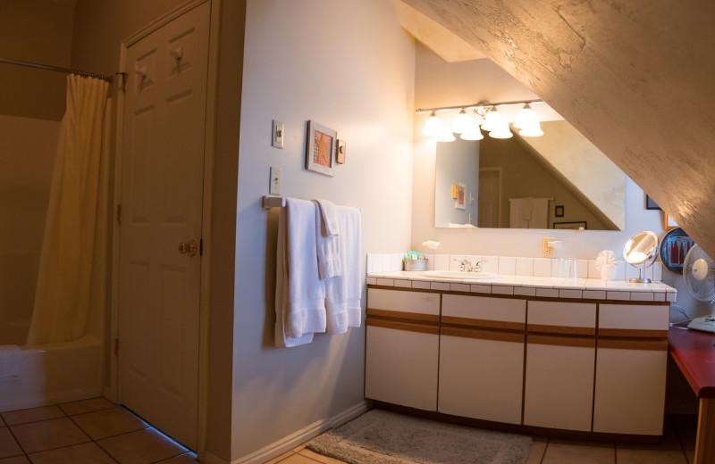 Guest bathroom at SkyRidge Inn.