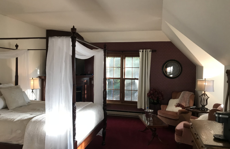 Guest room at Otter Creek Inn B