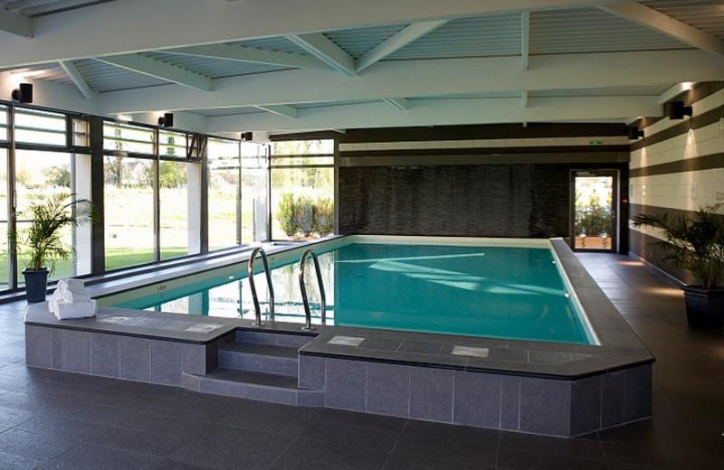 Indoor pool at Hôtel Château Tilques.