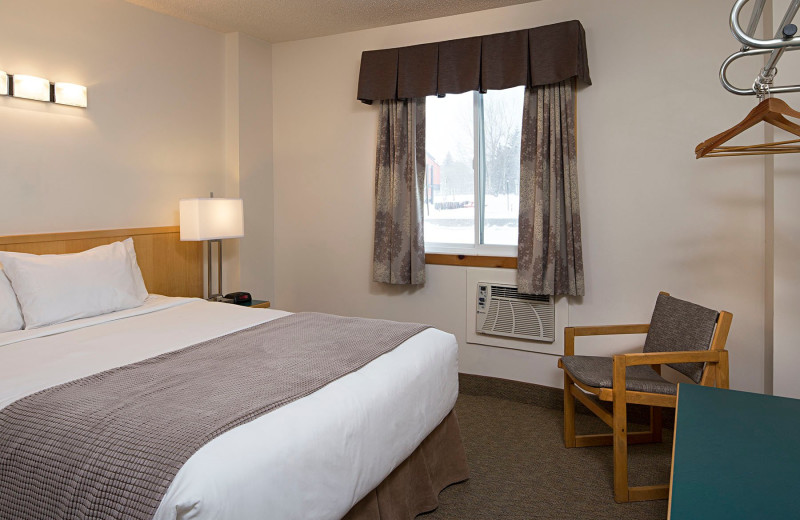 Guest bedroom at Rocky Mountain Ski Lodge.