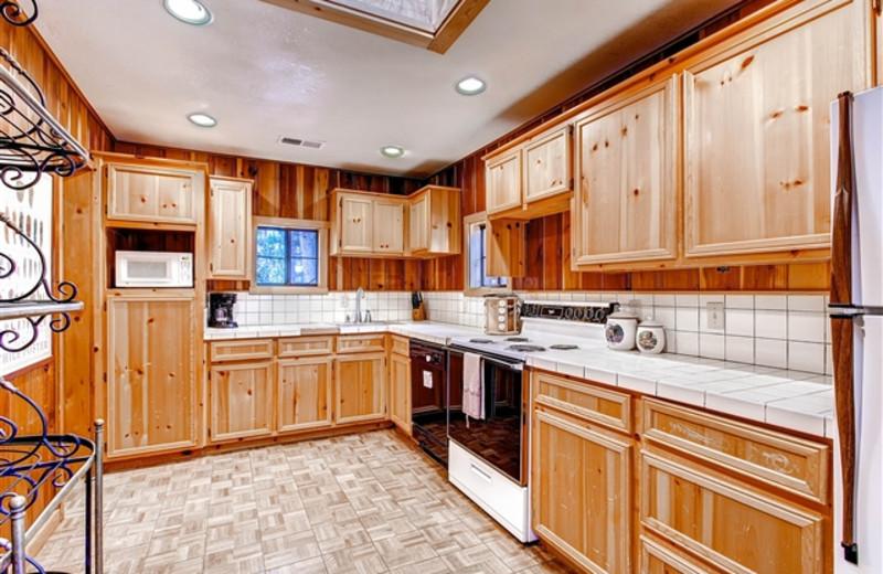 Bear Country Cabin kitchen at Hummingbird Cabins.