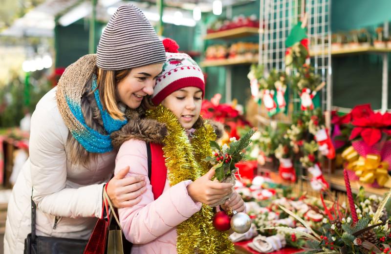 Christmas shopping at Bay Pointe Inn Lakefront Resort.