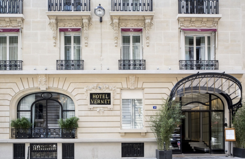 Exterior view of Hotel Vernet.