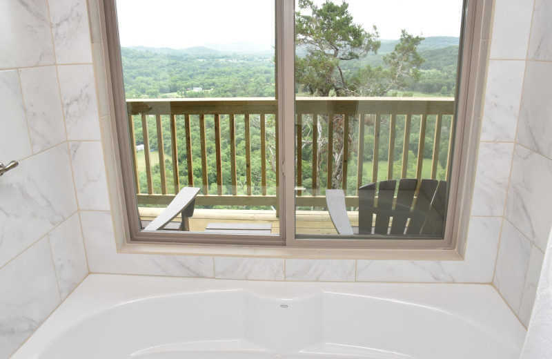 Suite jacuzzi at Can-U-Canoe Riverview Cabins.
