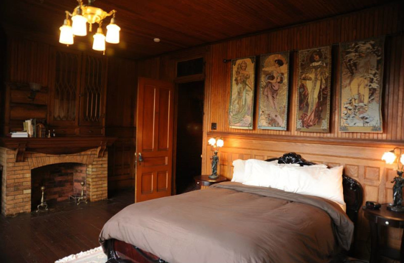 4 Seasons Room, Queen Bed at Spillian.