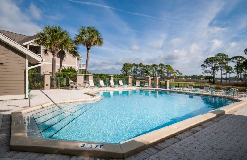 Rental pool at Destin Getaways.
