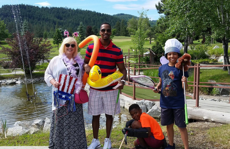 Family mini golf at Stoneridge Resort.