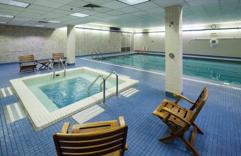 Indoor pool at Hotel Captain Cook.