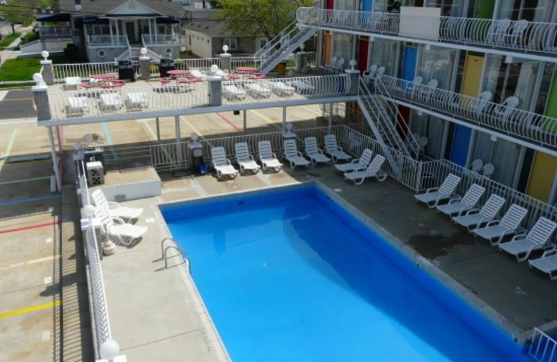 Spacious pool at Lollipop Motel
