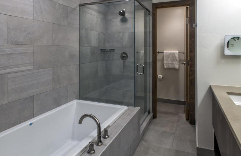 Guest bathroom at Grand Colorado on Peak 8.